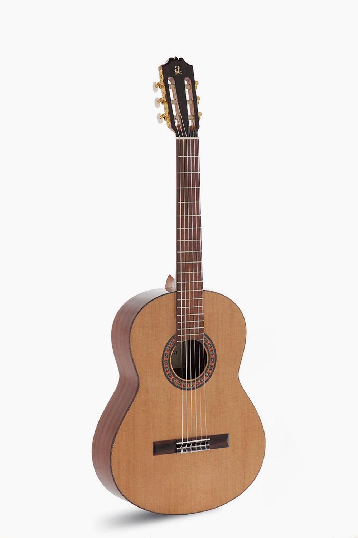 Guitarra Clásica Admira A2 Serie Artesanía